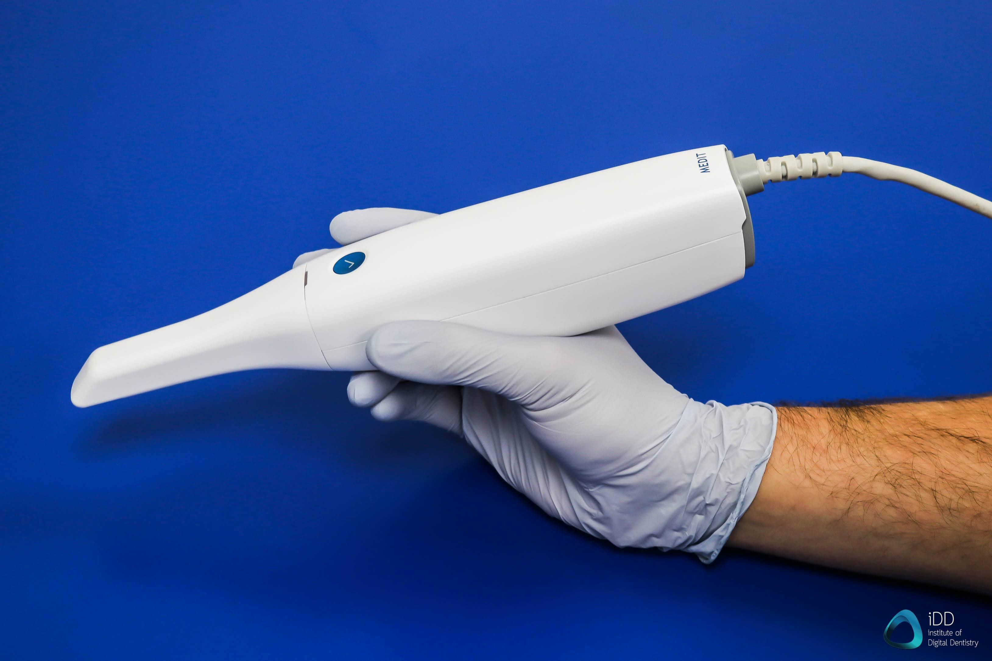 medit-scanner-i500-intraoral-scanner